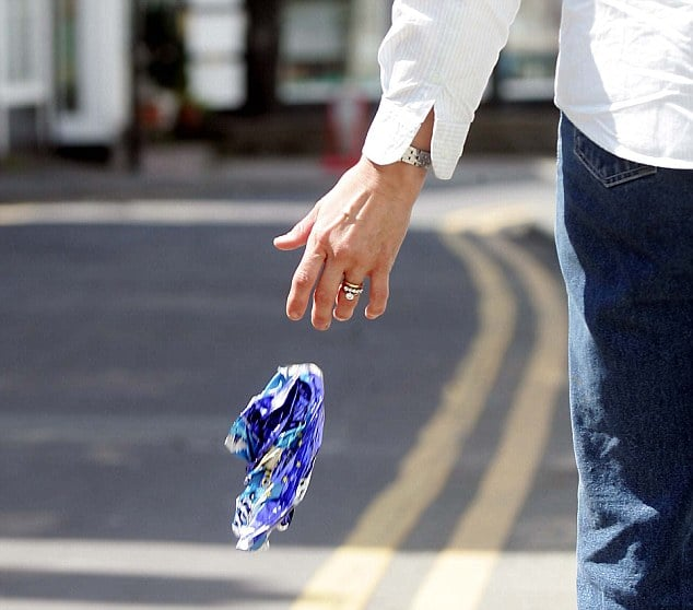 Men are likely to litter more than women do