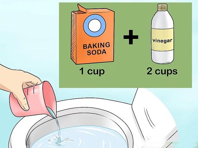 Dùng giấm, baking soda và nước nóng để thông bồn cầu