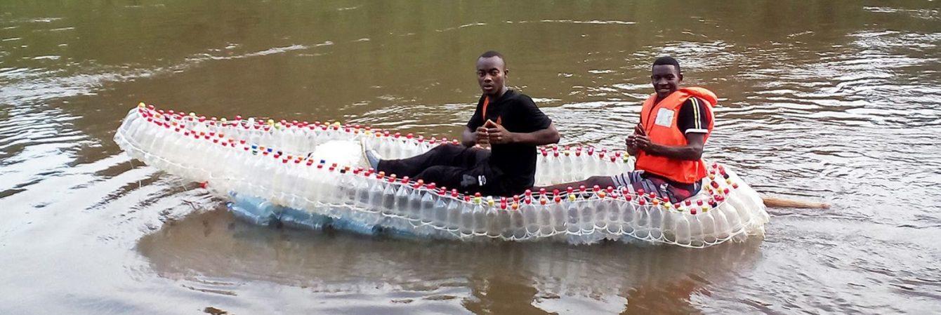 Thuyền làm từ nhựa