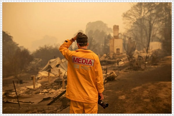 """Khung cảnh đổ nát sau những ngày """"trời đỏ"""" ở Úc"""