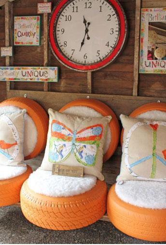 Những chiếc ghế nhỏ nhắn được làm từ lốp xe cũ
