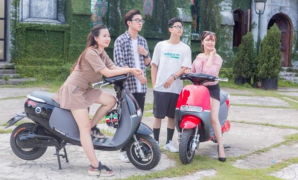 Nhiều bạn trẻ thích kiểu dáng thời trang của xe máy điện