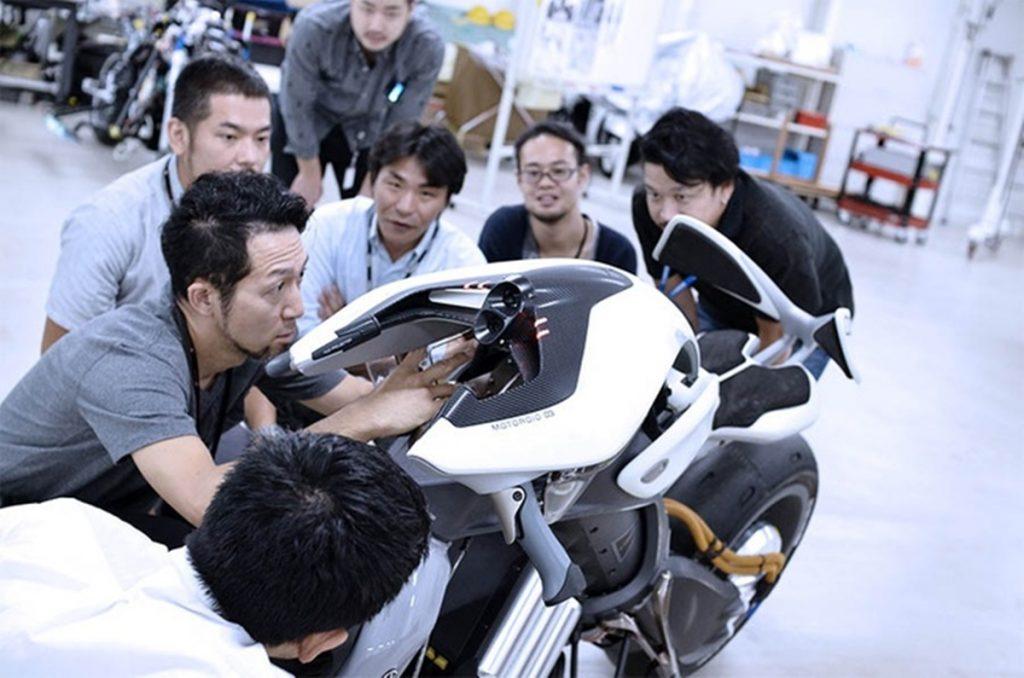 """Nhiều điểm nhấn """"nổi bần bật"""" giúp khách hàng mê mẩn Yamaha Motoroid."""